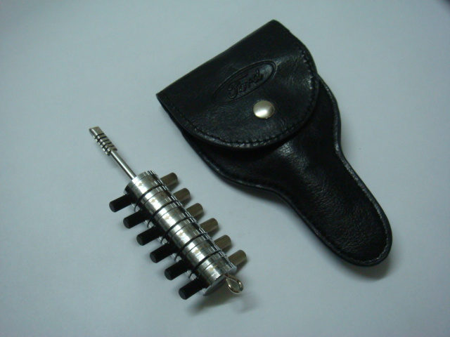 Ford Tibble Pick with Leather Case